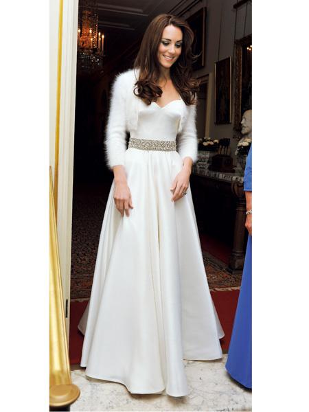 挙式に比べて圧倒的に現代風のスタイル。でもこれも立派なプリンセスドレスです。 私たちにも取り入れやすいシンプルで上品なドレス。