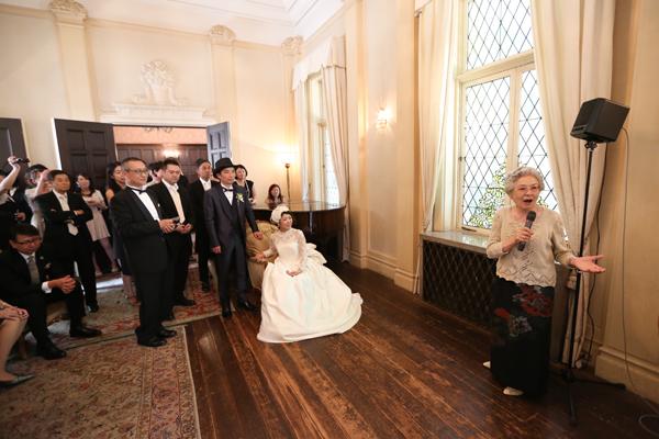 自由な結婚式 ウェディングドレス