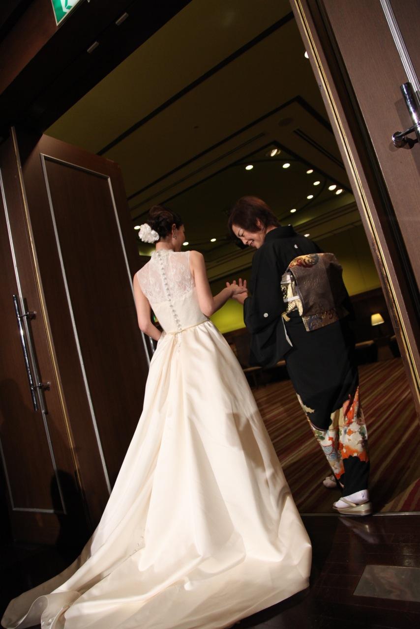 素敵なバックスタイル ウェディングドレス