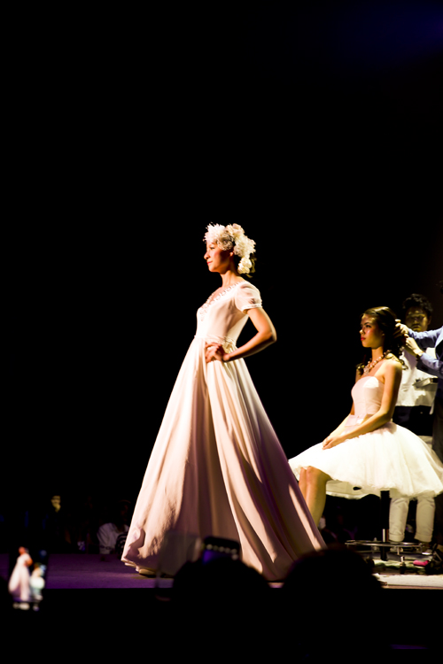 モデル ランウェイ ウェディングドレス
