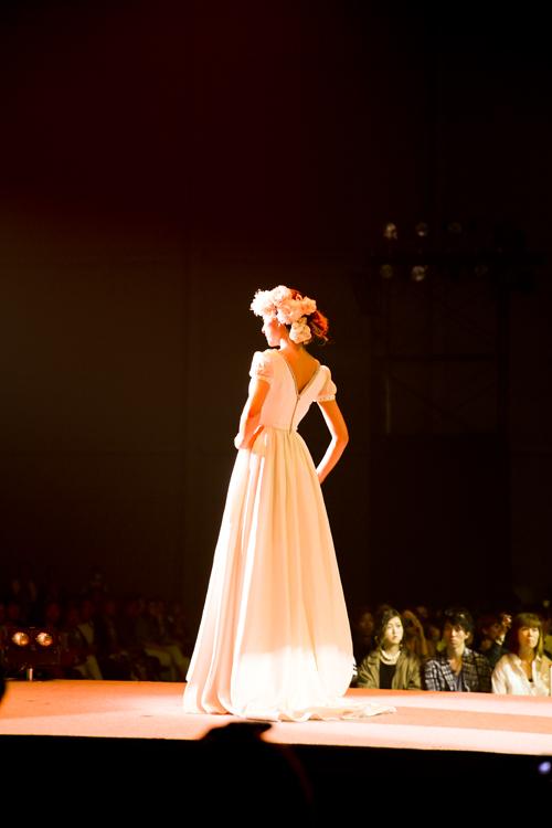 スタイリッシュ ウェディングドレス