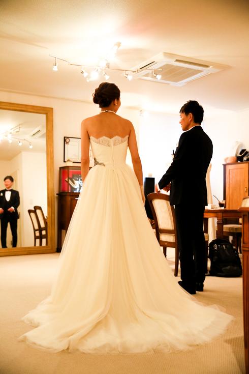 後ろ姿が美しい ウェディングドレス