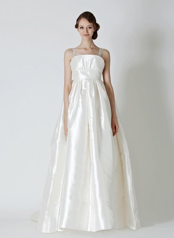 スタイルがよく見える ウェディングドレス