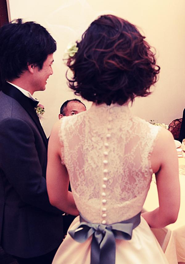 後ろ姿 素敵 ウェディングドレス