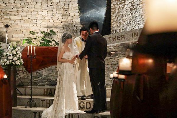 石の教会 ウェディングドレス レンタル